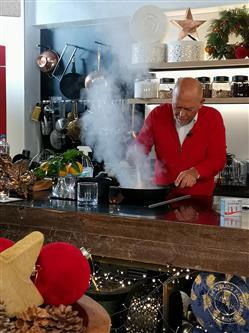 Γλυκές αλχημείες - Χριστουγεννιάτικες συνταγές - Μελομακάρονα, κορμός αμυγδάλου, cheesecake με σπιτική salted caramel
