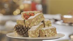 Γλυκές Αλχημείες - Σοκολατένιος κορμός με μπισκότα και σκούρα, βασιλόπιτα με αμύγδαλο, πορτοκάλι και φρούτα γλασέ, ιταλική μαρέγκα, μαντολάτο με σοκολάτα Gianduja